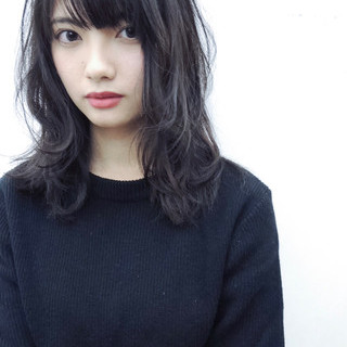 黒髪 パーマ 前髪あり 暗髪 ヘアスタイルや髪型の写真・画像