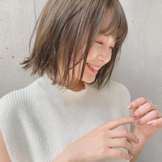 オリーブベージュ ヘアアレンジ ナチュラル ミディアム ヘアスタイルや髪型の写真・画像