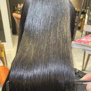 ブリーチなし インナーカラー ロング ナチュラル ヘアスタイルや髪型の写真・画像