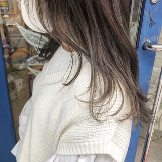 3Dハイライト ナチュラル ロング グレージュ ヘアスタイルや髪型の写真・画像