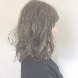 ナチュラル 大人女子 ミディアム ウェーブ ヘアスタイルや髪型の写真・画像