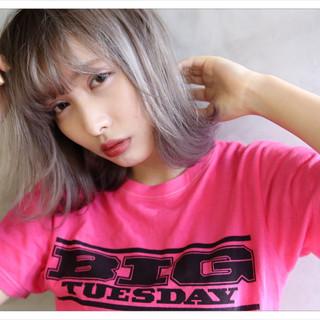 シルバー ホワイト ボブ ストリート ヘアスタイルや髪型の写真・画像