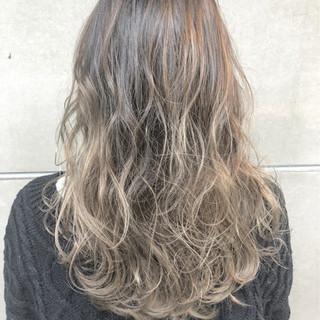 アウトドア 上品 ミディアム エレガント ヘアスタイルや髪型の写真・画像 ヘアスタイルや髪型の写真・画像