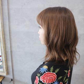 ミディアム デート こなれ感 アッシュグレージュ ヘアスタイルや髪型の写真・画像