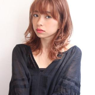 レイヤーカット ミディアム 外国人風 ピンク ヘアスタイルや髪型の写真・画像