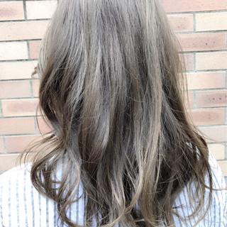 アンニュイ セミロング フェミニン ウェーブ ヘアスタイルや髪型の写真・画像