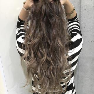 エレガント グラデーションカラー 上品 ミルクティー ヘアスタイルや髪型の写真・画像
