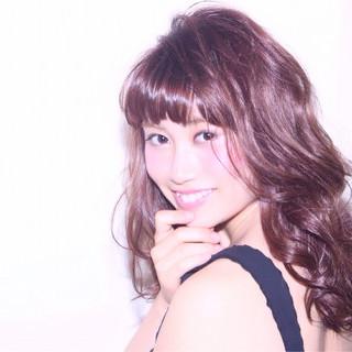 暗髪 ガーリー ミディアム フェミニン ヘアスタイルや髪型の写真・画像