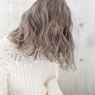 アンニュイほつれヘア ミルクティーグレージュ ミルクティーベージュ ナチュラル ヘアスタイルや髪型の写真・画像 ヘアスタイルや髪型の写真・画像