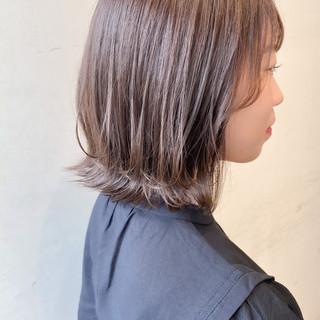 ナチュラル 切りっぱなしボブ ミルクティーグレージュ 透明感カラー ヘアスタイルや髪型の写真・画像