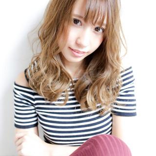 外国人風 渋谷系 ゆるふわ グラデーションカラー ヘアスタイルや髪型の写真・画像