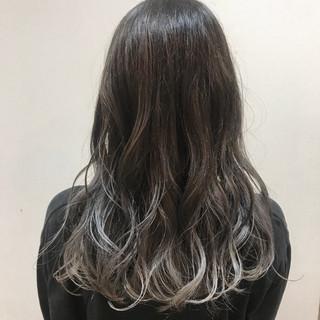 モード コテ巻き ホワイトグレージュ セミロング ヘアスタイルや髪型の写真・画像