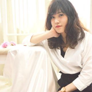 アンニュイ 大人かわいい フェミニン セミロング ヘアスタイルや髪型の写真・画像 ヘアスタイルや髪型の写真・画像