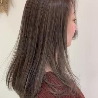 ナチュラル 大人ハイライト アッシュグレージュ ハイライト ヘアスタイルや髪型の写真・画像