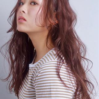 ピンク ウェーブ レッド エレガント ヘアスタイルや髪型の写真・画像