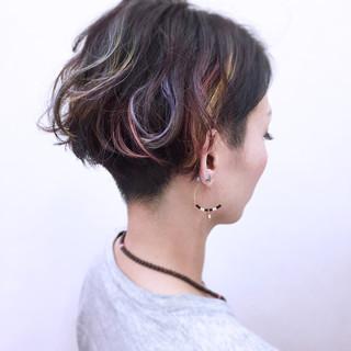 ショート ウェットヘア ハイトーン ストリート ヘアスタイルや髪型の写真・画像