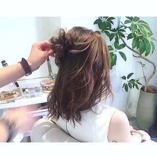 お団子 ルーズ ヘアアレンジ セミロング ヘアスタイルや髪型の写真・画像