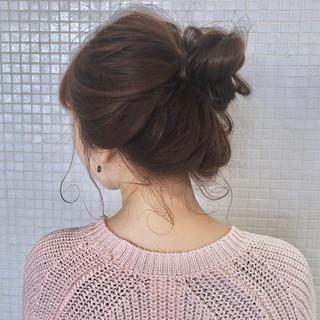 お団子ヘア ナチュラル ヘアアレンジ お出かけヘア ヘアスタイルや髪型の写真・画像 ヘアスタイルや髪型の写真・画像