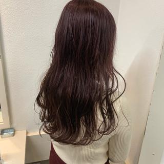 ピンクブラウン 波ウェーブ ベリーピンク フェミニン ヘアスタイルや髪型の写真・画像