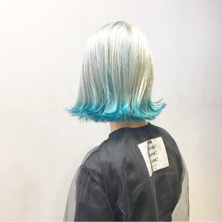 ターコイズブルー ストリート ボブ ホワイトアッシュ ヘアスタイルや髪型の写真・画像