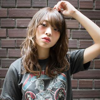 リラックス セミロング 外国人風カラー 波ウェーブ ヘアスタイルや髪型の写真・画像