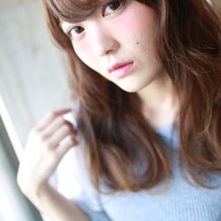 ベリーピンク 大人かわいい セミロング フェミニン ヘアスタイルや髪型の写真・画像