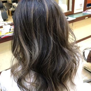 ミディアム 巻き髪 大人ハイライト 大人ヘアスタイル ヘアスタイルや髪型の写真・画像