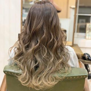 ロング ナチュラルグラデーション 透明感カラー ナチュラル ヘアスタイルや髪型の写真・画像
