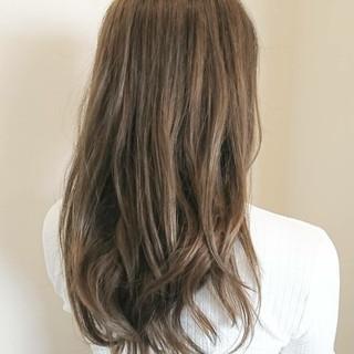 デート アンニュイ リラックス ウェーブ ヘアスタイルや髪型の写真・画像
