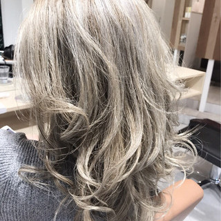上品 グラデーションカラー セミロング エレガント ヘアスタイルや髪型の写真・画像