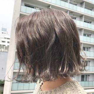 アッシュグレージュ パープル グレー アッシュグレー ヘアスタイルや髪型の写真・画像