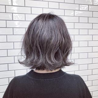 波ウェーブ グレージュ 外ハネ アッシュ ヘアスタイルや髪型の写真・画像