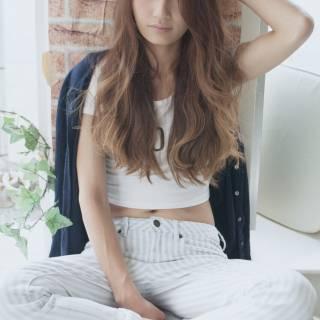 ロング グラデーションカラー 大人かわいい 外国人風 ヘアスタイルや髪型の写真・画像 ヘアスタイルや髪型の写真・画像