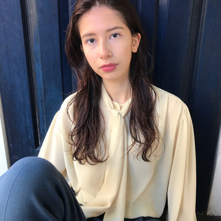 ロング ブラウンベージュ モード 外国人風 ヘアスタイルや髪型の写真・画像
