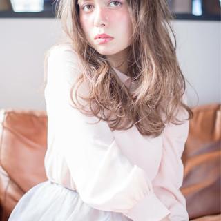 大人かわいい フェミニン グラデーションカラー セミロング ヘアスタイルや髪型の写真・画像