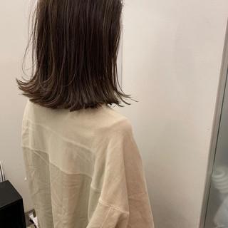アンニュイほつれヘア 外国人風 切りっぱなしボブ ナチュラル ヘアスタイルや髪型の写真・画像