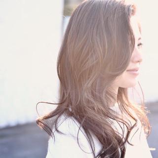 巻き髪 ナチュラル ハイライト セミロング ヘアスタイルや髪型の写真・画像
