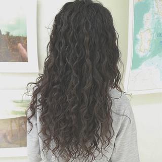スパイラルパーマ パーマ 外国人風 グラデーションカラー ヘアスタイルや髪型の写真・画像 ヘアスタイルや髪型の写真・画像