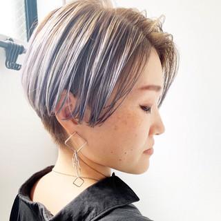グレーアッシュ ショート アッシュグレージュ アッシュグラデーション ヘアスタイルや髪型の写真・画像