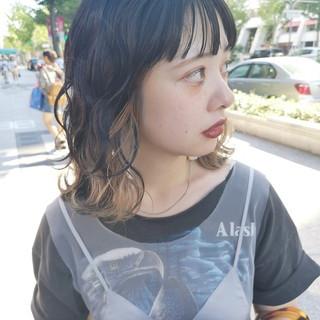 ミディアム インナーカラー N.オイル 波巻き ヘアスタイルや髪型の写真・画像