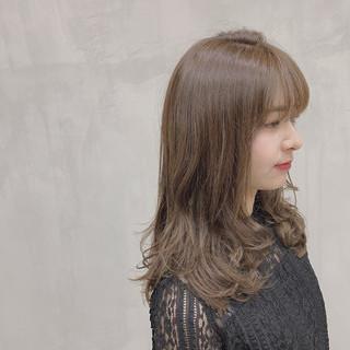 グレージュ ハイトーン ハイライト 透明感カラー ヘアスタイルや髪型の写真・画像
