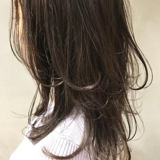 マット ナチュラル レイヤーカット グレージュ ヘアスタイルや髪型の写真・画像