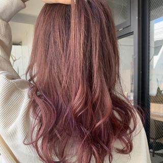 エレガント ラベンダーピンク アンニュイほつれヘア ラズベリーピンク ヘアスタイルや髪型の写真・画像