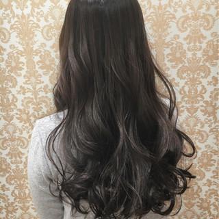 フェミニン 外国人風 グラデーションカラー グレーアッシュ ヘアスタイルや髪型の写真・画像 ヘアスタイルや髪型の写真・画像