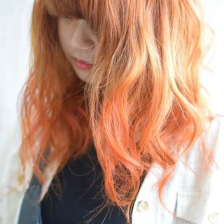 フェミニン グラデーションカラー コリアンカラー アプリコットオレンジ ヘアスタイルや髪型の写真・画像