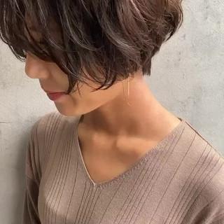 ショート 濡れ髪スタイル ナチュラル 大人かわいい ヘアスタイルや髪型の写真・画像