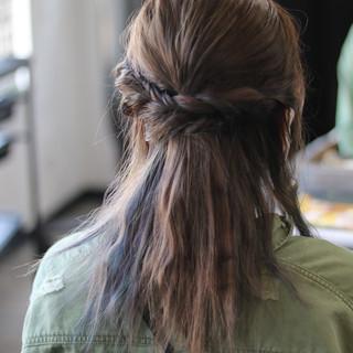 ガーリー ブリーチカラー 簡単ヘアアレンジ セミロング ヘアスタイルや髪型の写真・画像