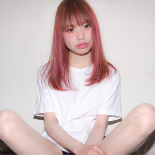 ダブルカラー ピンク セミロング ストリート ヘアスタイルや髪型の写真・画像