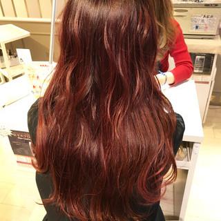 上品 レッド ピンク ロング ヘアスタイルや髪型の写真・画像