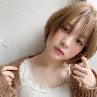 うざバング ショートボブ ブリーチカラー ショートヘア ヘアスタイルや髪型の写真・画像